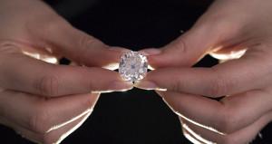 Pazardan 15 dolara aldığı yüzük, 500 bin dolarlık elmas çıktı