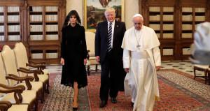 Trump Vatikan'dan yüz bulamadı! Papa'dan 'manidar' hediyeler