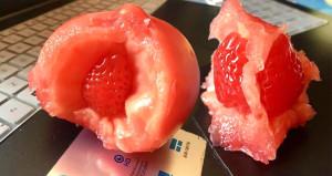 Marketten aldığı domatesin içinden çilek çıktı!