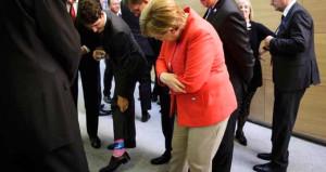 Kanada Başbakanı pembe çoraplarını gösterdi, Merkel şaştı kaldı