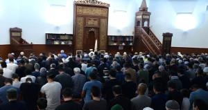 Yüzlerce Avustralyalı Müslüman ilk teravih namazını eda etti