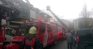 İstanbul'da plastik atölyesinde yangın! Çok sayıda itfaiye sevk edildi