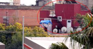 Tarsus'ta esrarengiz kırmızı ev! Etrafında silahlı korumalar bekliyor