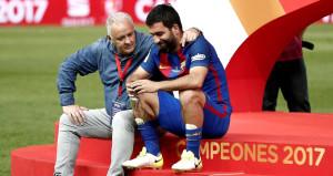 Barcelona kupayı kutlarken Arda yalnız kaldı