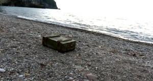 El bombası dolu sandık, Karadeniz'de kıyıya vurdu