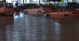 Ankara'yı sel aldı! Başkentte onlarca araç