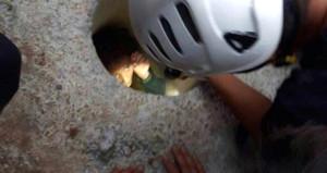 Çığlığı duyan koştu, minik kız 1 metrelik delikte bulundu