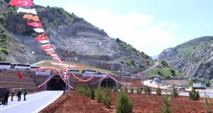 Doğu Anadolu'yu Akdeniz'e bağlayan 1816 metrelik dev tünel açıldı