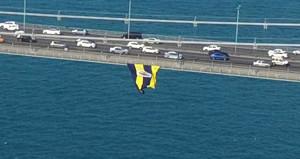Köprüdeki Fenerbahçe bayrağını kesenler yakalandı