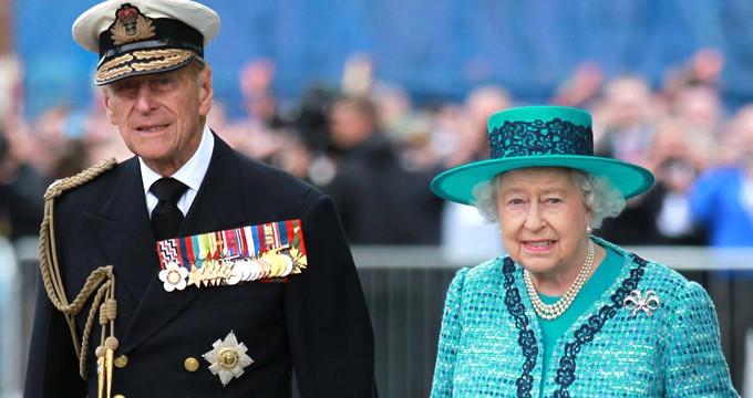 İngiltere Kraliçesi, kraliyet tacını 1974 yılından beri ilk kez takmadı