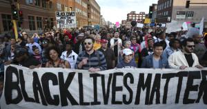 Hamile ve siyahi kadını çocuklarının gözleri önünde öldürdüler