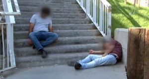 Bonzai içip köprü merdivenlerine sızdılar