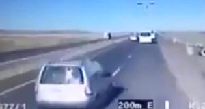 6 polisin yaralandığı kaza saniye saniye kamerada!