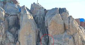 Askerin zorlu nöbet değişimi! Her seferinde 157 merdiven çıkıyorlar