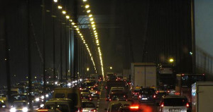 Bayram yolu çileye döndü! Sürücüler gece boyunca trafikte kaldı