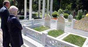 Erdoğan, mezar ziyaretlerinde 15 Temmuz şehitlerini unutmadı
