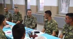 Hulusi Paşa, Ramazan ayının son iftarını Eruh'taki askerlerle yaptı