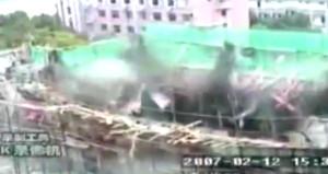 Beton yığını işçileri böyle yuttu!