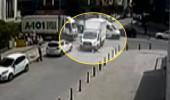 Hızla sokağa giren kamyon Suriyeli kadını ezdi, feci kaza kamerada!