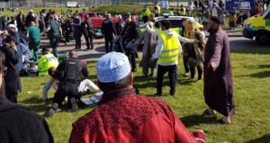 Araç bayramlaşan kalabalığın arasına daldı: Yaralılar var