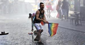 Polis LGBTİ'lilere müdahale etti: 35 gözaltı