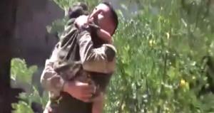 Bayram sabahı operasyondan dönen babanın oğluyla ağlatan buluşması