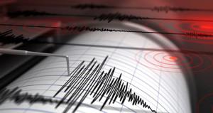 İzmir'de korkutan deprem! Çevre illerden de hissedildi