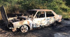 Seyir halindeki otomobil alev alev yandı: Geriye demir yığını kaldı
