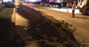 Kılıçdaroğlu'nun otelinin önüne bir kamyon hayvan gübresi döküldü