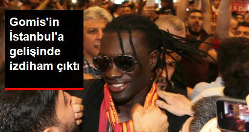 Gomis'i Karşılamaya Gelen Galatasaraylı Taraftarlar İzdiham Yarattı