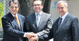 Kıbrıs'ta kapsamlı bir çözüm için taraflar masaya oturdu