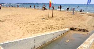 Antalya'nın incisinde turistler kötü koku yüzünden denize giremiyor!