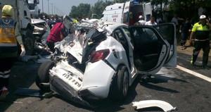 TEM'de feci kaza! Otobüs, kamyon ve otomobiller birbirine girdi