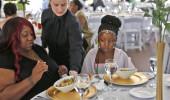 Düğünü İptal Olan Amerikalı Kadın, Misafirler Yerine Evsizleri Ağırladı