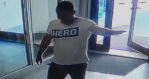 5 yıldızlı otele 'Hero' tişörtüyle gelen 'yürek yemiş' garsona gözaltı