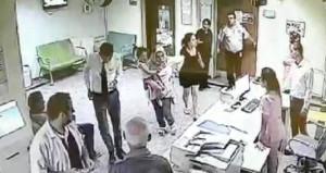 Çocuk hastanın annesi kadın doktoru saçından sürükledi