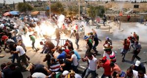 Kudüs'te İsrail terörü! Cuma'dan çıkan cemaate saldırdılar
