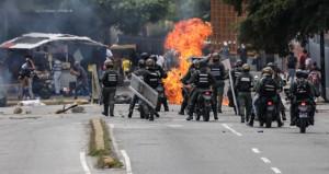 Venezuela yanıyor, Başkan Maduro'nun umrunda değil!