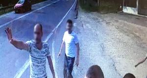 Yol kesen saldırganlar, 5 askeri otobüsün içinde bayıltana kadar dövdü