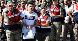 Hero yazan tişörtlerin sırrı çözüldü: Talimat elebaşı Gülen'den gelmiş