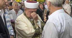 Cenaze namazı kıldıran imam gözyaşlarını tutamadı
