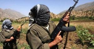 Teröristler sivil araca kurşun yağdırdı: 1 şehit, 2 yaralı