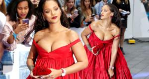 Kırmızı göğüs dekolteli elbisesiyle gözleri şaşı etti