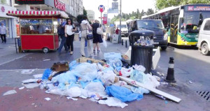Şişli'yi kokutan eylem! İşçiler iş bıraktı, sokaklar çöpten geçilmiyor