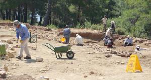 800 ton altın söylentisi ile kazı alanını köstebek yuvasına çevirdiler
