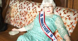 Bir azmin hikayesi! Yılmadı 91 yaşında güzellik kraliçesi seçildi