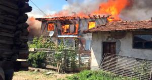 Bir evde çıkan yangın köyün yarısını küle çevirdi!