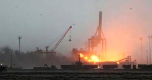 Haydarpaşa limanında vinç devrildi, şiddetli patlama meydana geldi