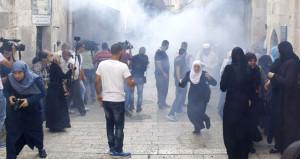 İsrail polisi, Mescid-i Aksa'ya giren Müslümanlara saldırıyor!
