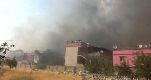 İplik fabrikasında çıkan yangın büyüyor! Yakındaki evler boşaltıldı